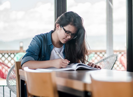 feature-image-girl-studying